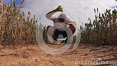 Läufer kühl mit Wasser stock footage