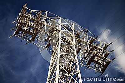 Líneas eléctricas de la alta tensión