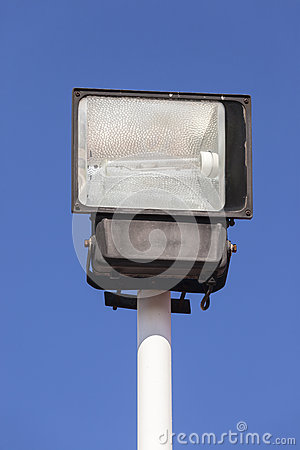 L 39 lectricit en dehors de la lumi re photo stock image for Lampe dehors