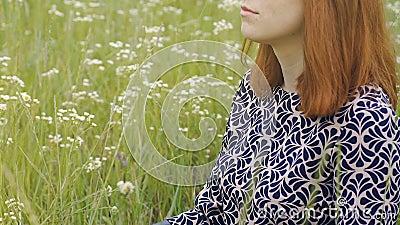 L'aria Aperta Profonda Di Meditazione, Donna Con Capelli ...