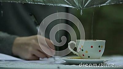 L'auteur sous la pluie