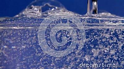 l'eau de pétillement banque de vidéos