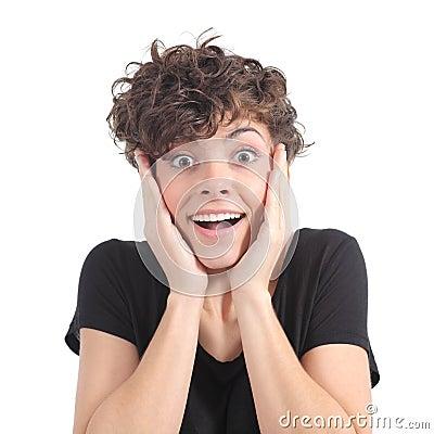Stock: espressione euforica di una donna con le sue mani sul fronte