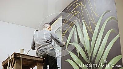 L Homme Fait La Peinture De Mur D Art Dessin D Artiste De Graffiti Avec La Peinture Sur Le Mur Concept D Art