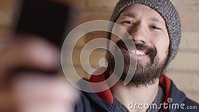 L'homme prend le selfie clips vidéos