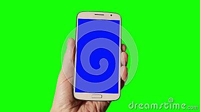 L'homme presse un doigt sur un écran tactile clips vidéos