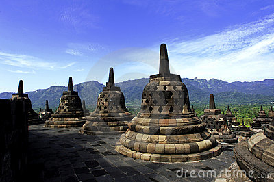 L Indonésie, Java central. Le temple de Borobudur