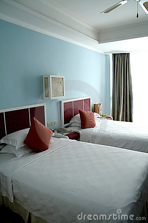 La chambre à coucher de bâti choisissent deux