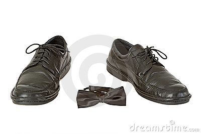 La chaussure de l homme et la relation étroite de proue