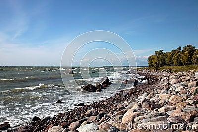 La costa costa del mar Báltico