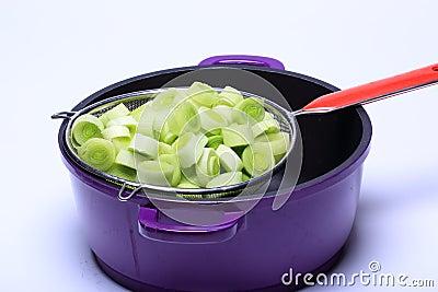 La coupure de poireau, préparent pour la cuisson