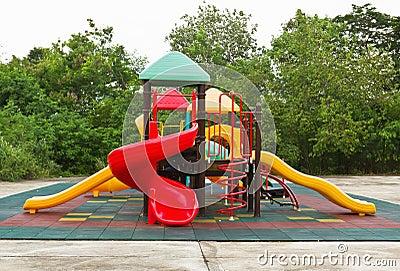 La cour de jeu des enfants colorés