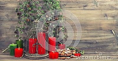 La d coration de no l avec les bougies rouges la cage - Decoration avec des bougies ...