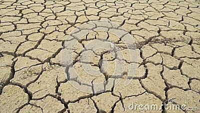 La devastadora sequía causada por el calentamiento global dejó a Studena Dam seca, Pernik, Bulgaria metrajes