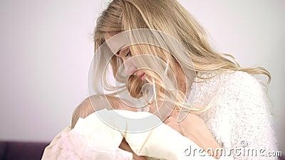 allattamento al seno – FOTO D'ARCHIVIO | profumo di donna