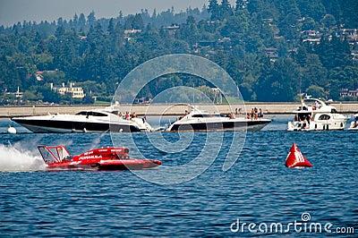 La energía hidraúlica compite con Seafair Seattle Fotografía editorial