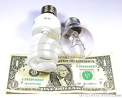 La energía salva contra bulbo regular