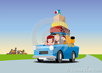 La familia va el vacaciones en coche