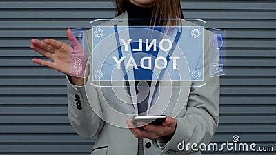 La femme d'affaires agit l'un sur l'autre hologramme de HUD seulement aujourd'hui banque de vidéos