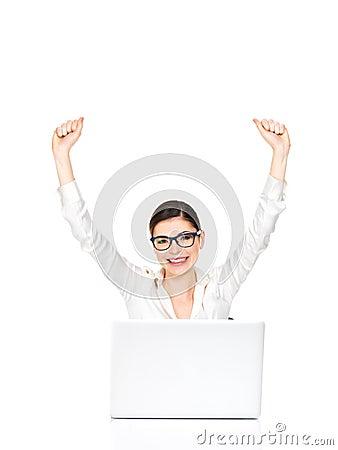 La femme réussie d affaires élevée remet vers le haut