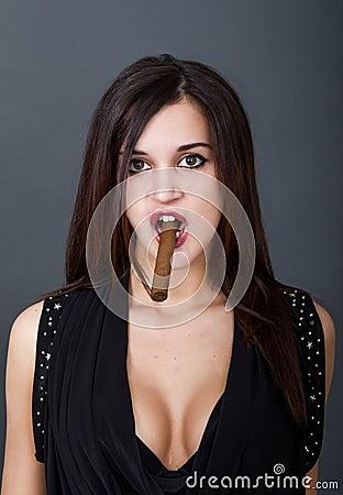 Elle fume un cigare par son sexe! - Humour Sexe Extreme