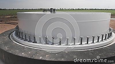 La fundación de un generador de viento con comunicaciones conectadas metrajes