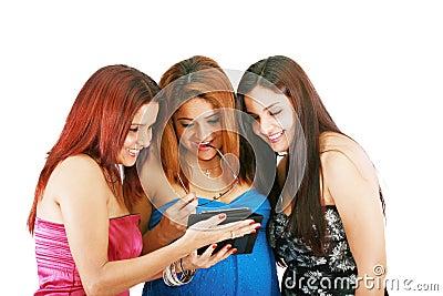La gente con la compressa digitale