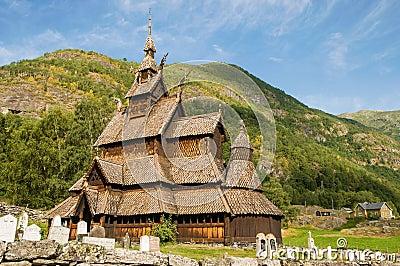 La iglesia del bastón (iglesia de madera) Borgund, Noruega
