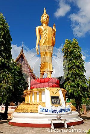 La imagen de Buda en el templo