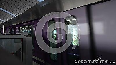 La ligne des pourpres de MRT au fonctionnement de station de Bangyai vont à Bangkok clips vidéos