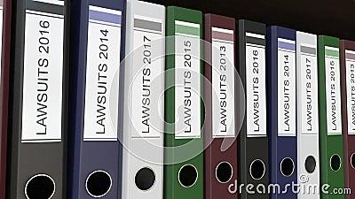 La ligne des reliures multicolores de bureau avec des procès étiquette différentes années illustration stock