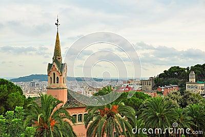 La maison de Gaudi avec la tour en stationnement Guell, Barcelone