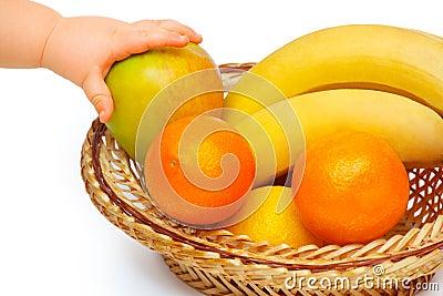 Cesta con las frutas