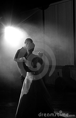 La mariée et le marié dansent d abord