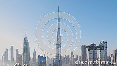 La mattina nel centro di Dubai grattacieli più alti stock footage