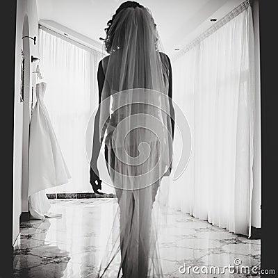 Marcar a las novias caminando