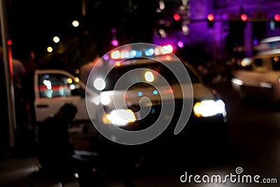 La polizia arresta