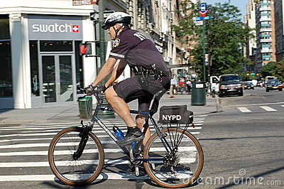 La polizia di New York City Bike la squadra Immagine Editoriale