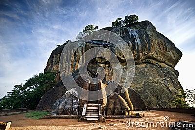 La porte du lion à la roche de Sigiriya