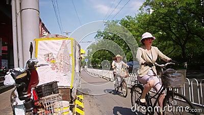 La rue chinoise de Pékin par une journée ensoleillée d'été clips vidéos