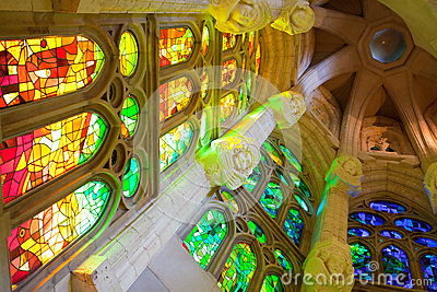 La Sagrada Familia, interno Fotografia Editoriale