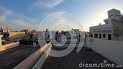 La soirée des toits de la maison indienne Time Lapon banque de vidéos