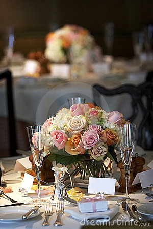 La table dinante a placé pour un mariage ou un événement de corporation