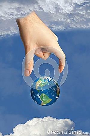 La terre dans le ciel et la main d un dieu