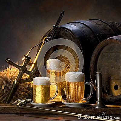 La vida inmóvil con la cerveza