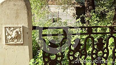La vieille police au ressort saint près du pont antique banque de vidéos