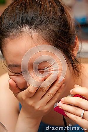 Lachende Aziatische vrouw