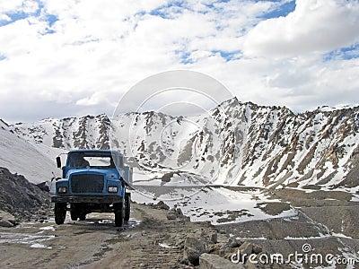 ινδικός δρόμος περιοχών ladakh himala ύψους γεια leh moutain
