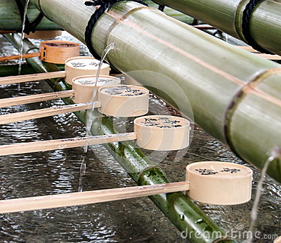 Ladles for purification with bamboo fountain