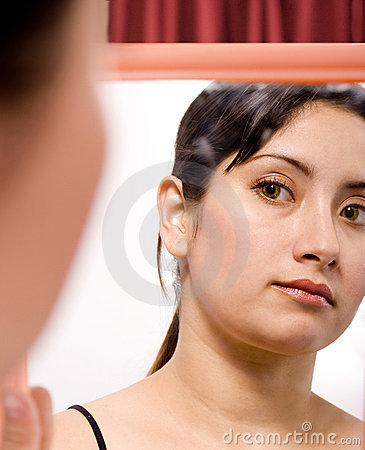 Free Lady And Mirror Royalty Free Stock Images - 2952179